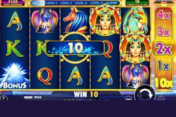 Play Queen Of Gold Online Slot